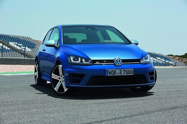 2014 Volkswagen Golf R รถคอมแพกต์รุ่นท็อปไลน์ แรงระดับ 300 แรงม้า