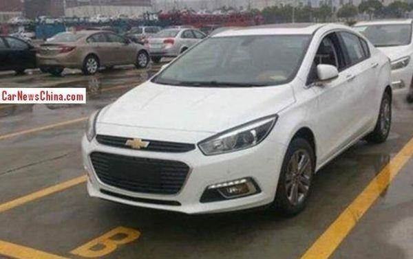 ชัวร์หรือมั่ว!? สปายช็อต 2015 Chevrolet Cruze รุ่นใหม่ตามเทรนด์กระจังหน้าไซส์ยักษ์