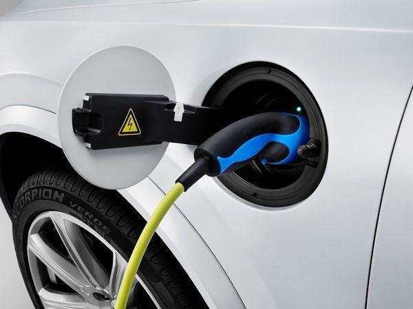 Volvo โวลั่น 2015 XC90 เป็นรถเอสยูวีที่ทรงพลังและสะอาดที่สุดเท่าที่โลกเคยมี