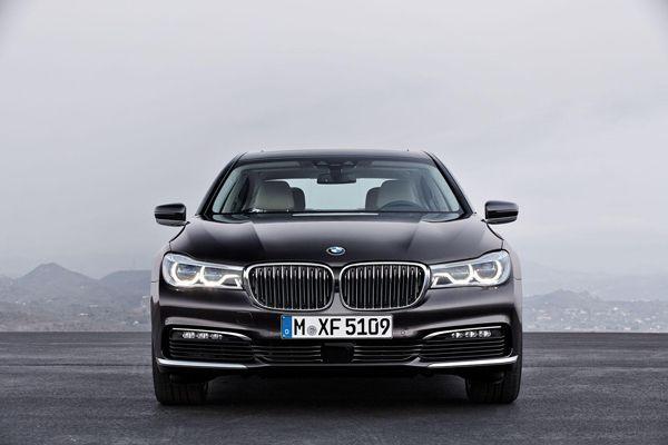 เผยโฉมแล้ว 2016 BMW 7-Series อัพเกรดเทคโนโลยีล้ำสมัยเพียบ