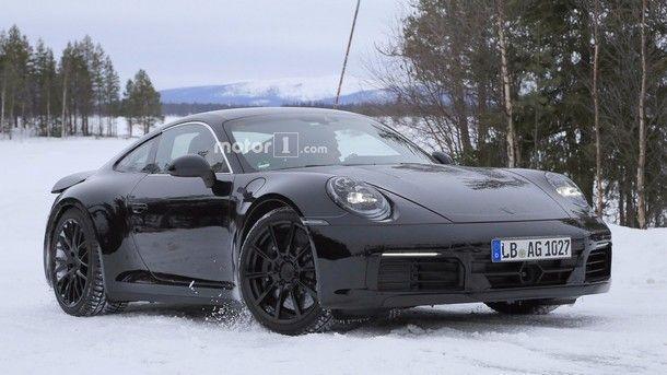[Spy Shot] 2019 Porsche 911 ที่มาพร้อมไฟท้ายดีไซน์ใหม่ตามคอนเซปต์ Mission E Concept