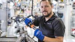 """ย้อนรอยความสำเร็จ 50 ปี AMG คุยกับ """"โอลิเวอร์ ไวเดนมุลเลอร์"""" หนึ่งในผู้ผลิตเครื่องยนต์พลังโหด"""