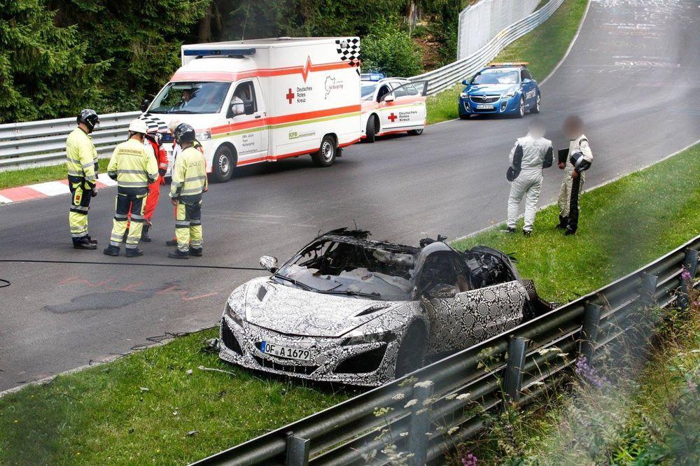 Acura NSX ไฟไหม้ ขณะวิ่งทดสอบใน Nurburgring