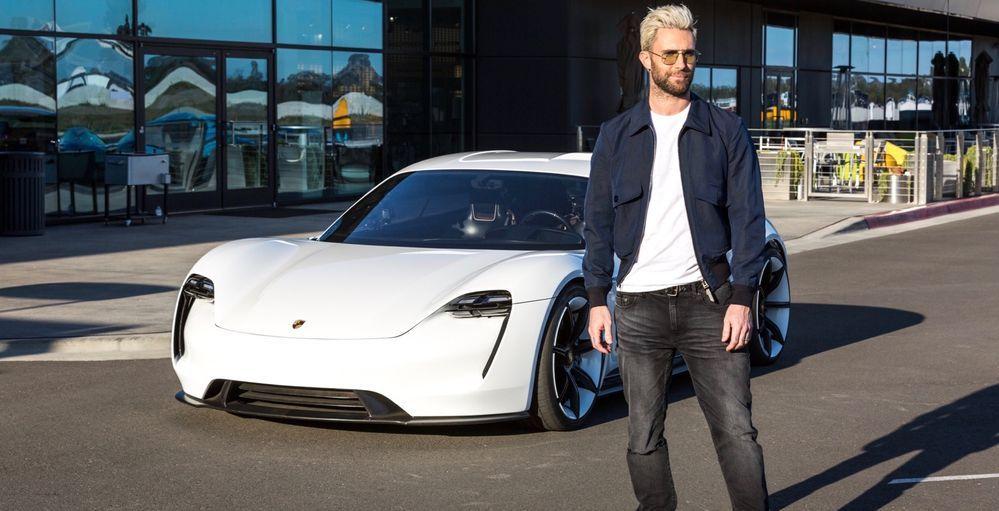 เมื่อ Adam Levine นักร้องนำวง Maroon 5 ได้ลองขับ Porche Mission E Concept