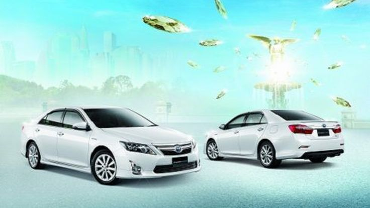 เปิดตัว All-New Toyota Camry โฉมใหม่ปี 2012 ทั้งรุ่นมาตรฐานและไฮบริด
