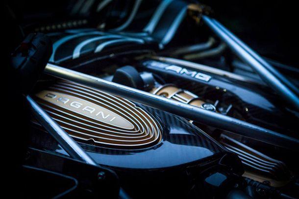 ทีเซอร์อีกรอบ Pagani Huayra Roadster เผยดีไซน์ด้านหน้า