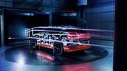 รถ SUV พลังงานไฟฟ้า Audi E-Tron ชูจุดเด่นเรื่องแอโรไดนามิกส์พร้อมระบบกระจกมองข้างแบบเสมือนจริงครั้งแรกในโลก