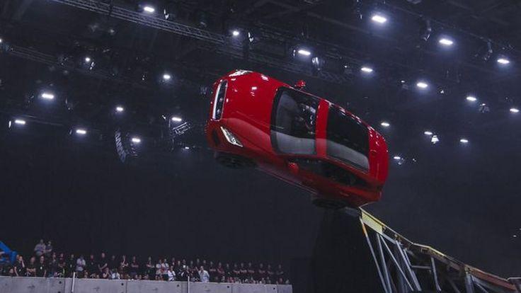 ชมเบื้องหลัง Jaguar E-Pace หมุนคว้างกลางอากาศในงานเปิดตัว