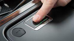 อุ่นใจหายห่วง Bentley Bentayga มาพร้อมช่องเก็บของสแกนนิ้วมือ