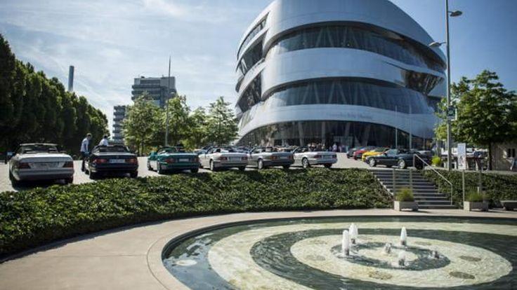 Mercedes-Benz เปิดพิพิธภัณฑ์ให้พนักงาน BMW เข้าชมฟรีในโอกาสฝ่ายหลังฉลอง 100 ปี