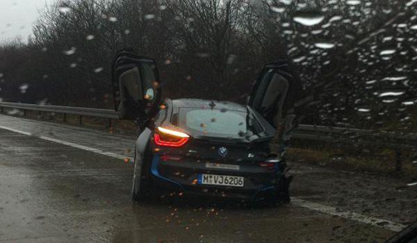สุดเสียดาย BMW i8 หลุดชนขอบทางโดยนักขับทดสอบของบริษัท