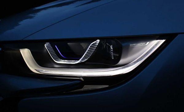 """BMW i8 เตรียมใช้กรอบไฟหน้าเทคโนโลยี """"Laser Light"""" เป็นรุ่นแรก"""