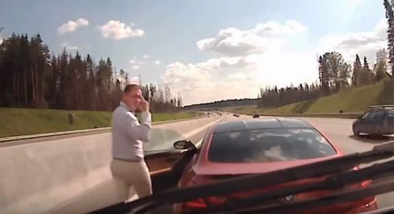 โหดสุดรัสเซีย! เจ้าของบีเอ็มดับเบิลยู เอ็ม6 ขับรถขวางรถพยาบาล