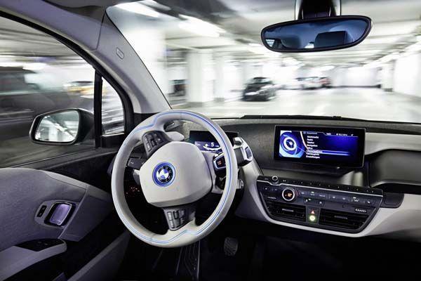 BMW จ่อเปิดตัวเทคโนโลยีขับขี่อัตโนมัติ สั่งงานผ่านสมาร์ทวอทช์