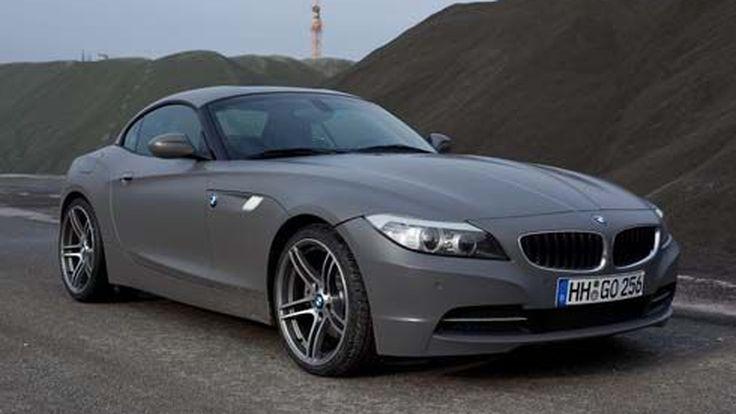 BMW Z4 E89 รถเปิดประทุนหลังคาแข็ง ทำสีไวนิลเทาด้าน โชว์ตัวในฟอรั่มฝรั่ง