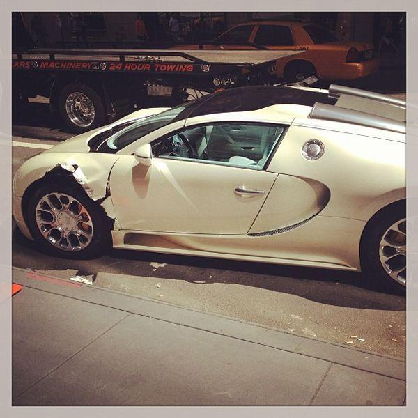 Bugatti Veyron แผลเหวอะ หลังถูกสิบล้อเฉี่ยว