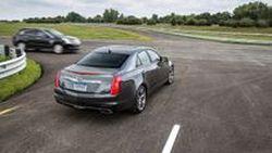 """Cadillac เตรียมใช้ """"เทคโนโลยีการสื่อสารอัจฉริยะ"""" สุดล้ำ ในรถรุ่นปี 2017"""