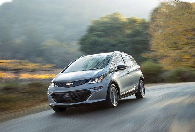 """Chevrolet Bolt มาพร้อมระบบคืนพลังงานขณะเบรกด้วย """"แป้นหลังพวงมาลัย"""""""