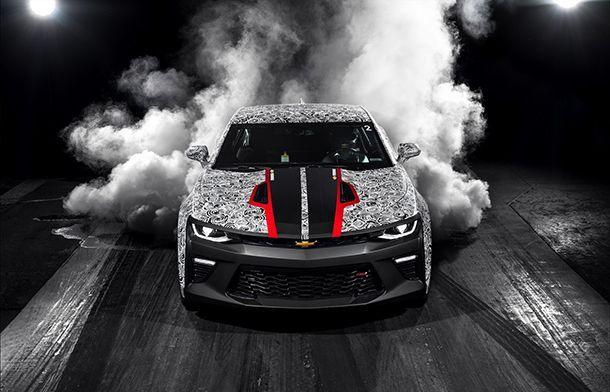 "Chevrolet จัดเต็ม Camaro สองรุ่นตัวแรงสำหรับแข่ง ""แดร็ก"""