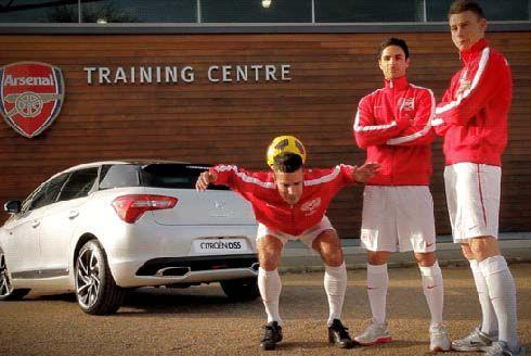 นักเตะ Arsenal ควง Citroen DS5 โชว์ทักษะการเล่นฟุตบอลในภาพ Cinemagraphs