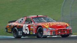 รถแข่ง Dodge Charger NASCAR 2006 ทำสถิติโลกความเร็วสูงสุดบนถนนจริง