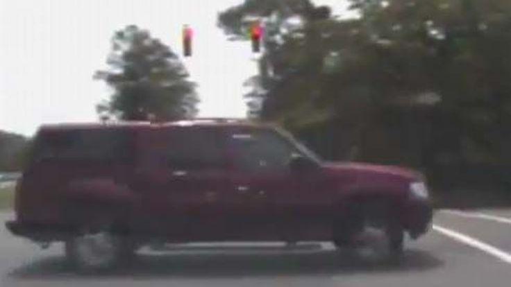 ระทึกทางเรียบ! ผู้ร้ายฉก Dodge Charger รถลาดตระเวนตำรวจ หนีสุดชีวิตแต่จบแบบ...
