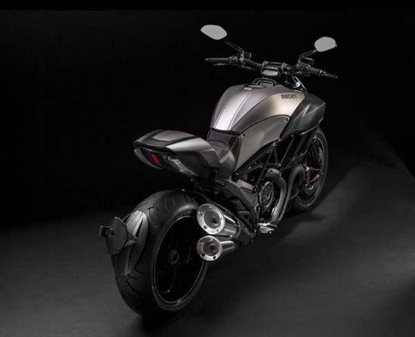 Ducati Diavel Titanium ลิมิเต็ดเอดิชั่นโดดเด่นด้วยไทเทเนียมและคาร์บอนไฟเบอร์