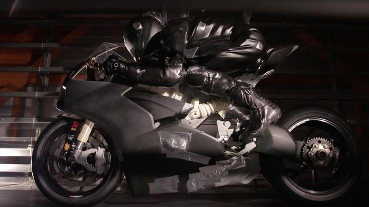 Ducati Panigale V4 กับแฟริ่งที่ถูกสร้างขึ้นเป็นหนึ่งเดียวกับลม