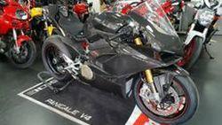 เผยโฉม Ducati Panigale V4 มาพร้อมแฟริ่งคาร์บอนรอบคัน