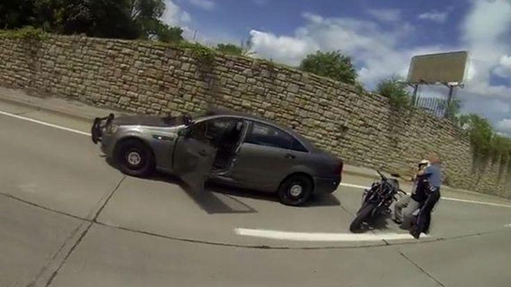 ซูเปอร์ Fail สิงห์นักบิดโชว์ยกล้อ พลาดเสยท้ายรถตำรวจก่อนถูกรวบทันควัน
