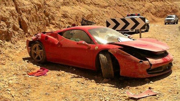 R.I.P ไปอีกหนึ่งคัน Ferrari 458 Italia พังยับ หลังคนขับพุ่งตกถนน