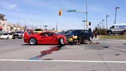 Ferrari F40 ชนพังยับหลัง Dodge Dart ฝ่าไฟแดง