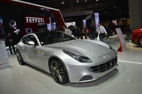 Ferrari FF 2013 มาพร้อมหลังคากระจก Panoramic Roof โชว์ตัวที่งานปารีส