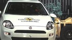"Fiat Punto คว้าตำแหน่งรถรุ่นแรกที่ได้ ""0"" ดาว ทดสอบการชน"