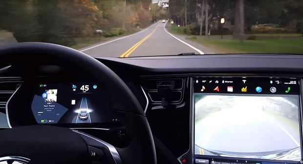 """ผู้ขับขี่ Tesla ประสบอุบัติเหตุเสียชีวิตขณะอยู่ในโหมด """"ขับขี่อัตโนมัติ"""""""