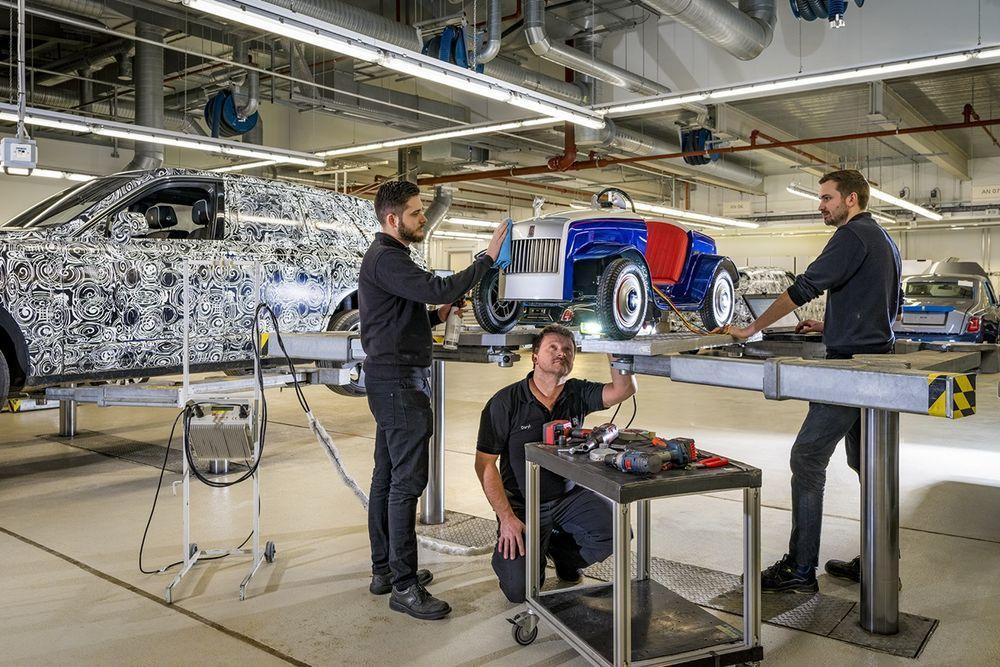 หนึ่งปีแรกแห่งงานบริการของรถยนต์โรลส์-รอยซ์คันเล็กที่สุด