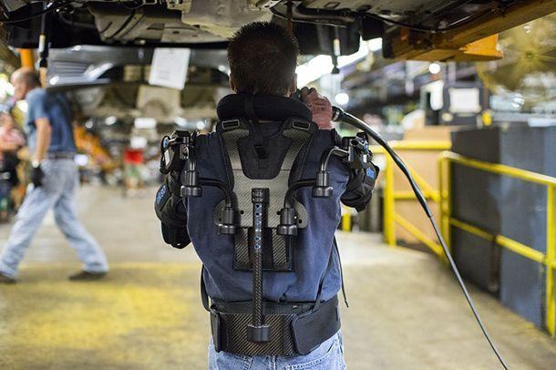 Ford นำเสนอ Exoskeleton เสื้อกั๊กหุ่นยนต์ช่วยผ่อนแรงพนักงานในสายการผลิต