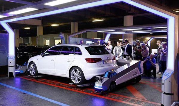 ล้ำไปไหน!? สนามบินเยอรมนีเปิดตัวระบบช่วยจอดด้วยหุ่นยนต์ครั้งแรกในโลก