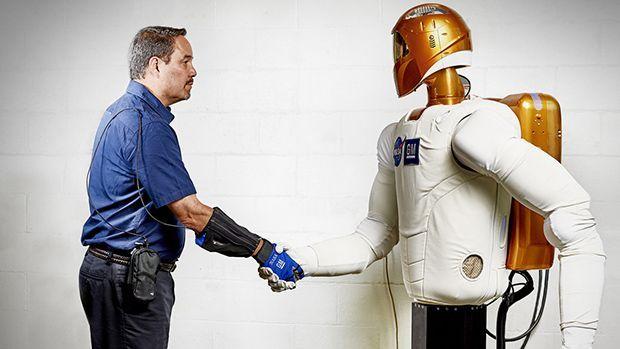 GM จับมือ NASA พัฒนาถุงมือช่วยพนักงานประกอบรถยนต์