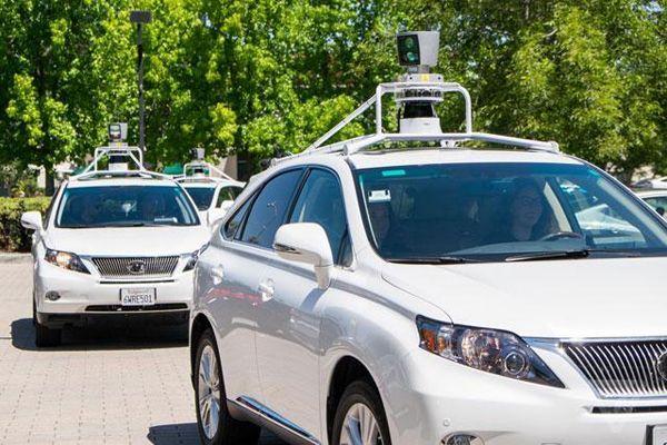 รถขับขี่อัตโนมัติของกูเกิลถูกชนท้าย บาดเจ็บ 3 ราย