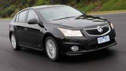 Holden เปิดภาพ Cruze Hatchback รุ่นปี 2012 ขณะแล่นบนถนน พร้อมขายปลายปีนี้