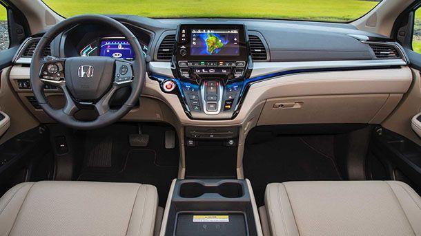 """มาไง? เผยแอพความบันเทิงในรถ Honda Odyssey มี """"ภาพยนตร์สำหรับผู้ใหญ่"""""""
