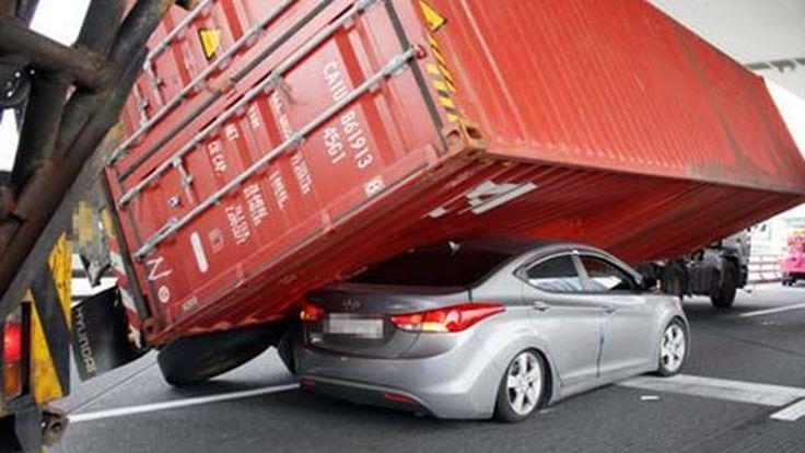 ไม่ได้ตั้งใจ! Hyundai Elantra โหลดเตี้ยสไตล์ Low Rider ด้วยตู้คอนเทนเนอร์