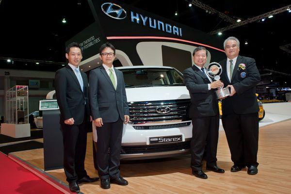 "Hyundai Grand Starex Premium คว้ารางวัล ""Best MPV""  ในงาน Car of the Year 2013"