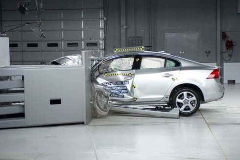 รถซีดานหรูสอบตกเพียบ! จากการทดสอบการชนด้านหน้าของ IIHS แบบใหม่
