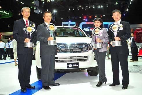 Isuzu รับมอบ 4 รางวัลรถยอดเยี่ยมแห่งปี 2012 ในงานบางกอกมอเตอร์โชว์