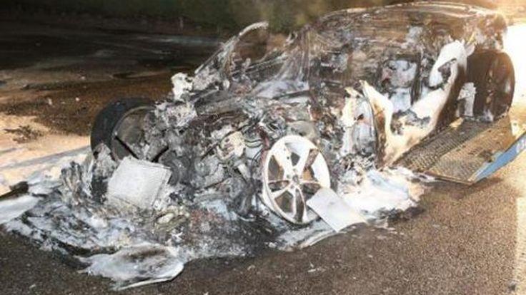 หมดสภาพรถสปอร์ตเมืองผู้ดี Jaguar F-Type ถูกไฟเผาวอด
