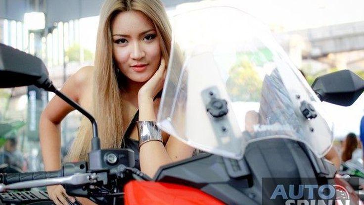 กระทบไหล่ Tom Sykes ใน Kawasaki Racing Day