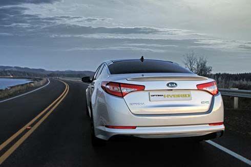 Kia เปิดตัว Optima Hybrid เวอร์ชั่นอเมริกาที่งาน LA Auto Show เริ่มขายต้นปีหน้า