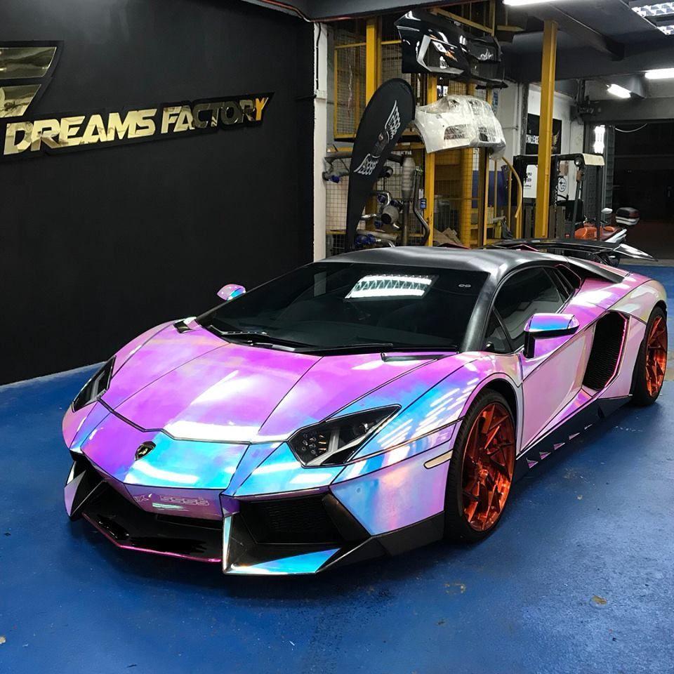 แจ่มไปเลยจ้า เมื่อกระทิงดุ Lamborghini Aventador ถูกหุ้มสติกเกอร์แบบ Hologram นึกว่าหลุดจาก Animation